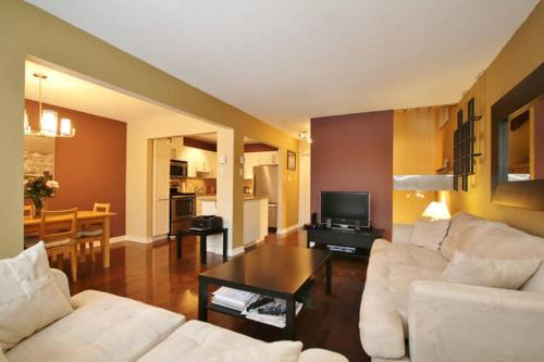 LM Stays - 2 bdrm, minutes to airport Photo