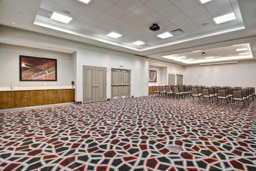 Hampton Inn & Suites - Medicine Hat Photo