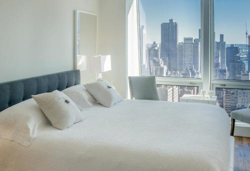 Apartment with stunning views near 5th Ave Photo