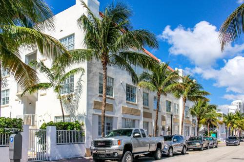 Sage on Ocean Drive Apartments Photo