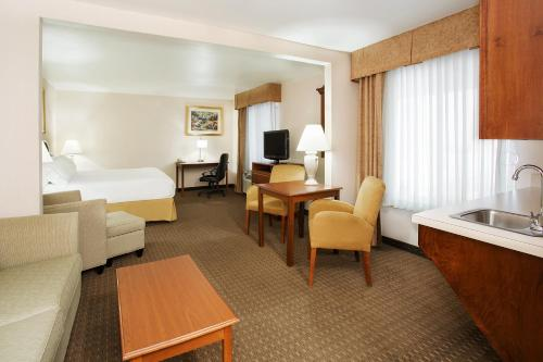 Holiday Inn Express Hotel & Suites Marion Photo
