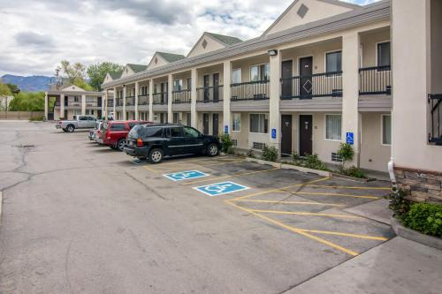 City Creek Inn & Suites Photo