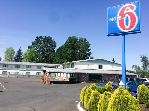 Motel 6 Gresham City Center Photo