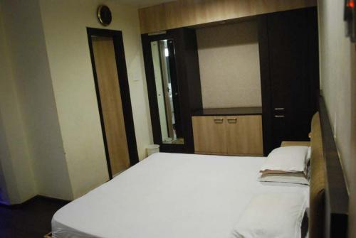 Hotel Polo Rooms Raipur Railway Station