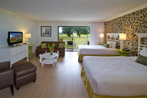 Hotel Indigo Miami Lakes Photo