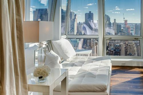 Apartments with Amazing Views near 5th Ave Photo
