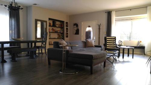 3-bedroom in Central Hollywood Photo