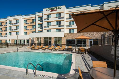 Courtyard by Marriott Midlothian Conference Center Photo