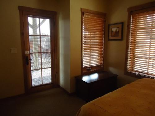 Golden Bench Townhome 14 Photo
