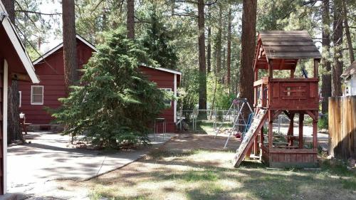 Green Cabin in Big Bear Lake Photo