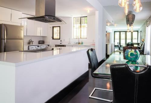 Hollywood Two Bed Townhouse - Los Angeles, CA 90028