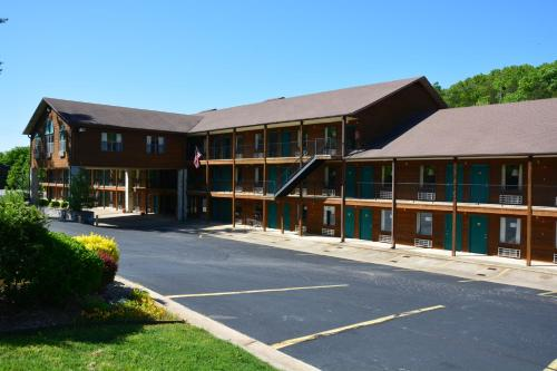 Fall Creek Inn & Suites Photo