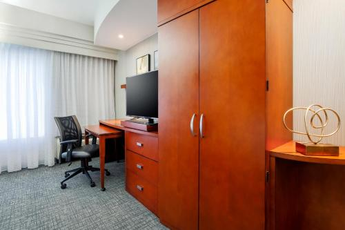 Courtyard by Marriott Dallas Arlington South Photo