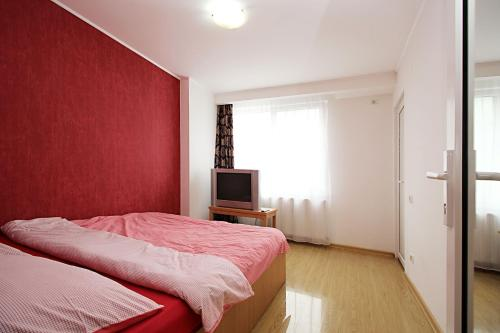 http://www.booking.com/hotel/ro/george-apartments.html?aid=1728672