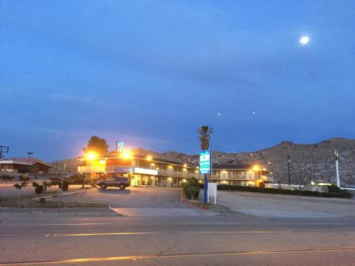 Hilltop Inn & Suites Photo