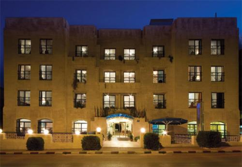 Hotel Delmon Suites