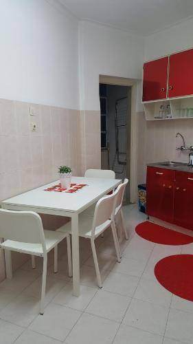 http://www.booking.com/hotel/pt/lisbon-apartment-mariana.html?aid=1728672