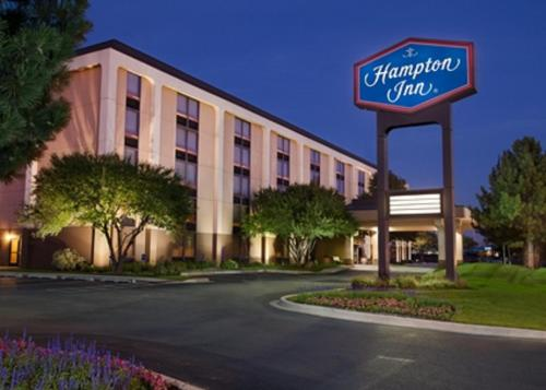 Hampton Inn Chicago-O'Hare International Airport Photo