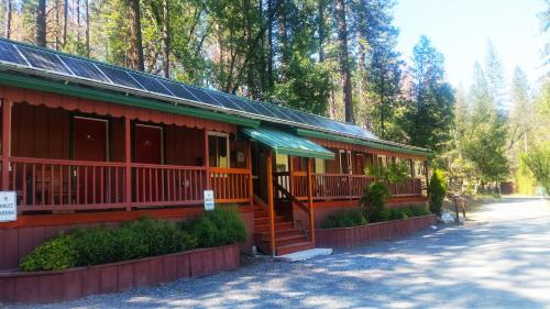 Yosemite Riverside Inn Photo