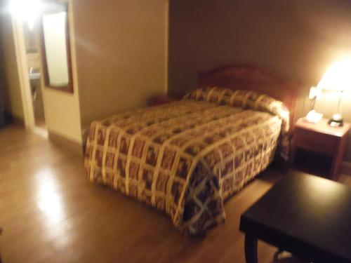 Budgetel Inn & Suites Hotel Photo