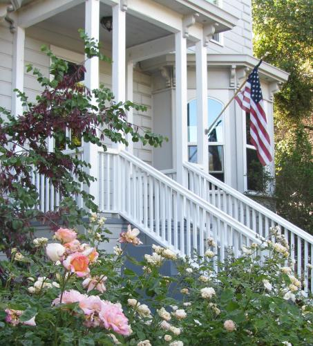 Yosemite Rose Bed and Breakfast
