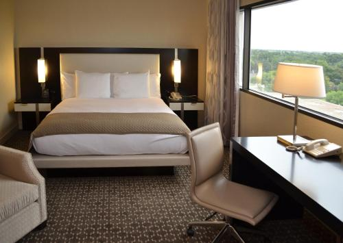 DoubleTree by Hilton Hotel Houston Hobby Airport photo 8