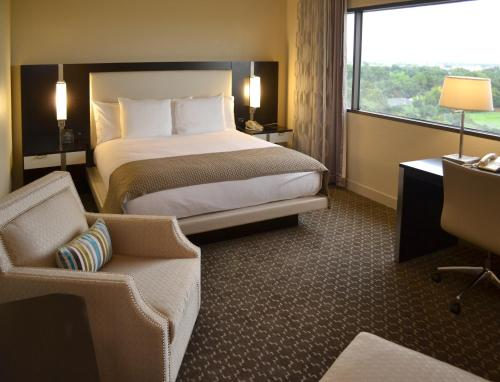 DoubleTree by Hilton Hotel Houston Hobby Airport Photo