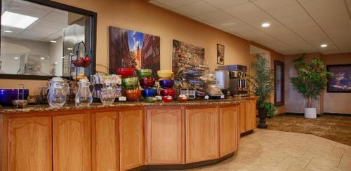 Best Western Plus Swiss Chalet Hotel & Suites Photo