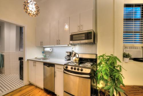 One Bedroom Apartment - Midtown Manhattan Hells Kitchen Photo