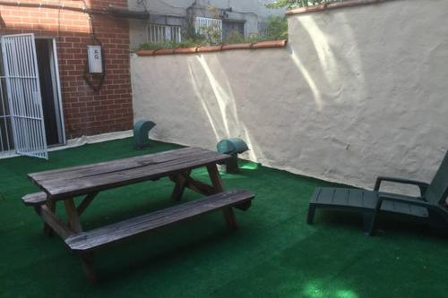 Large One Bedroom with Cozy Backyard Photo