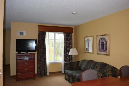 GrandStay Residential Suites - Madison East Photo
