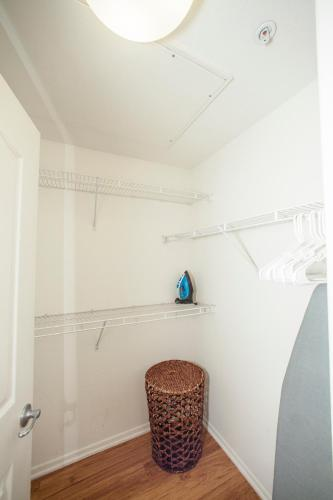 Grove Apartments - West / #3-420 - Los Angeles, CA 90036