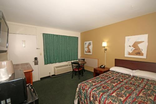 Royal Inn and Suites Charlotte Airport Photo