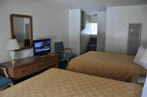 Cedar Inn & Suites - Lake Tahoe, CA 96150