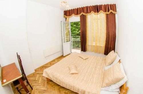 http://www.booking.com/hotel/bg/ivani-apartments.html?aid=1518628
