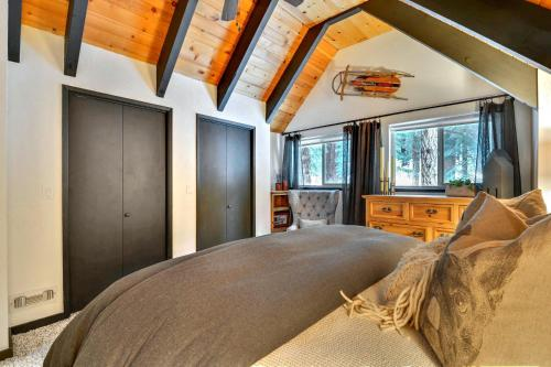 Upscale Tahoe Donner Cabin Photo