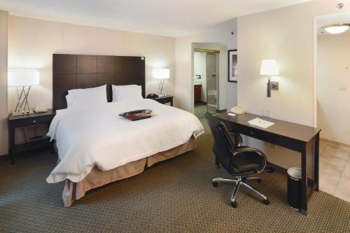 Hampton Inn & Suites Reagan National Airport - Crystal City Photo
