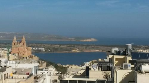 Criholiday Apartment with Large Terrace, Mellieħa