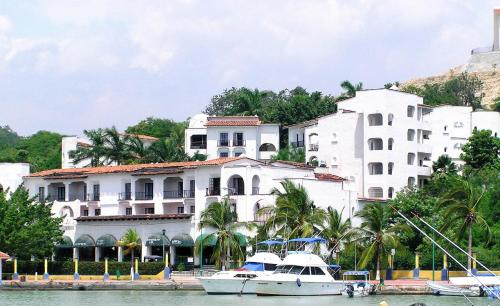 Marina Hotel & Resort Photo