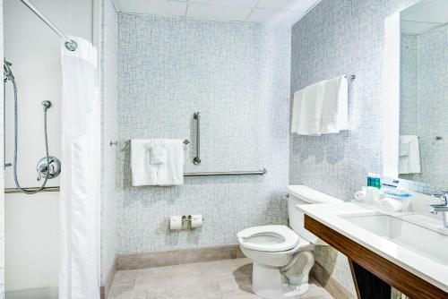 Holiday Inn Express Woodbridge Photo
