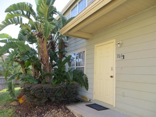 3/2 Town house in Resort Community