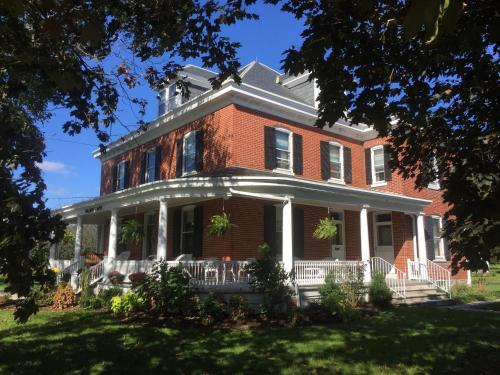 Hotel Walnut Lawn Bed and Breakfast
