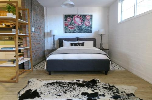 Swift Contemporary Studio Apartment Photo