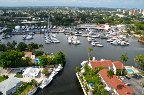 Hotel Riviera Apartments - River Oaks Marina