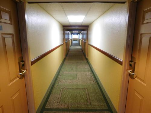 Days Inn & Suites Arlington Heights - Arlington Heights, IL 60004