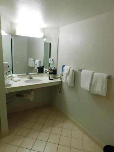 Days Inn & Suites Schaumburg Photo