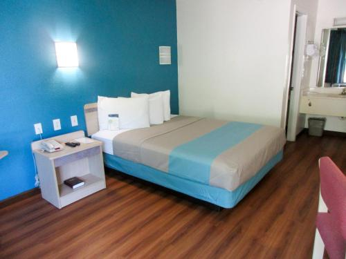 Motel 6 Huntsville - Madison Photo