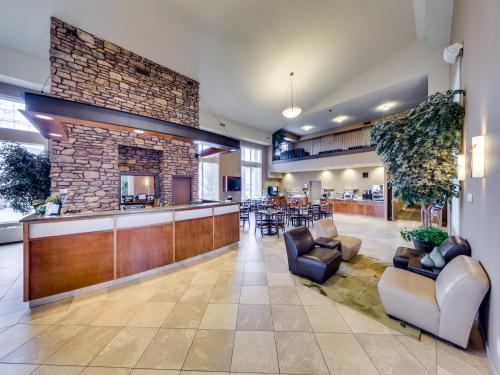 Heritage Inn & Suites - Brooks Photo