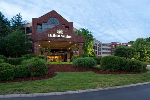 Hilton Suites Brentwood Photo