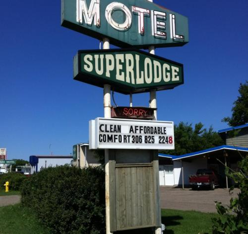 Superlodge Lloydminster Photo